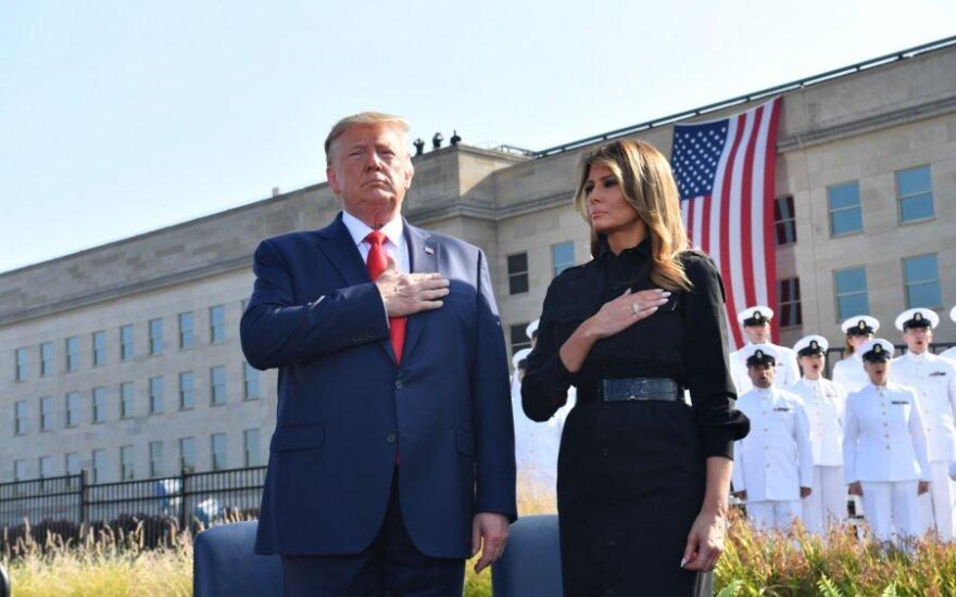 Trumpas su žmona tylos minute pagerbė Rugsėjo 11-osios teroro aukas
