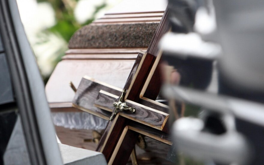 Incidentas Telšiuose: ilgapirščiai pavogė katafalką su lavonu