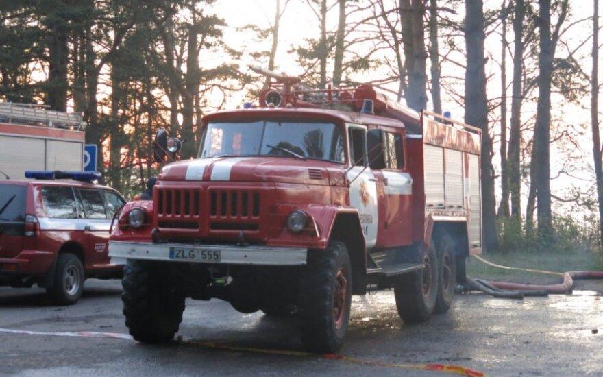 Kretingos rajone, gesinant gaisrą mirė ugniagesys