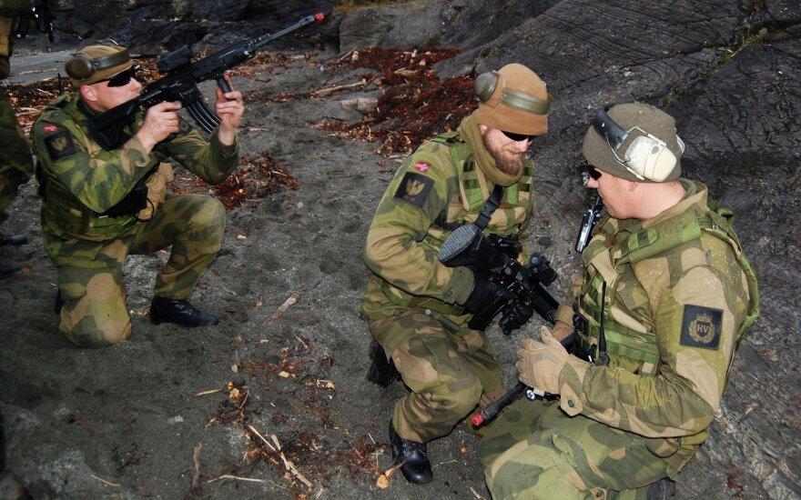 """Estijoje prasideda karinės pratybos """"Pavasario audra"""", dalyvaujant NATO batalionui"""