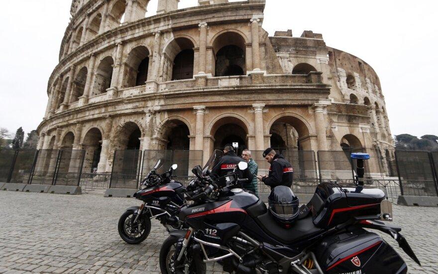 """Italija ketina vėl nacionalizuoti """"Alitalia"""" oro linijas"""