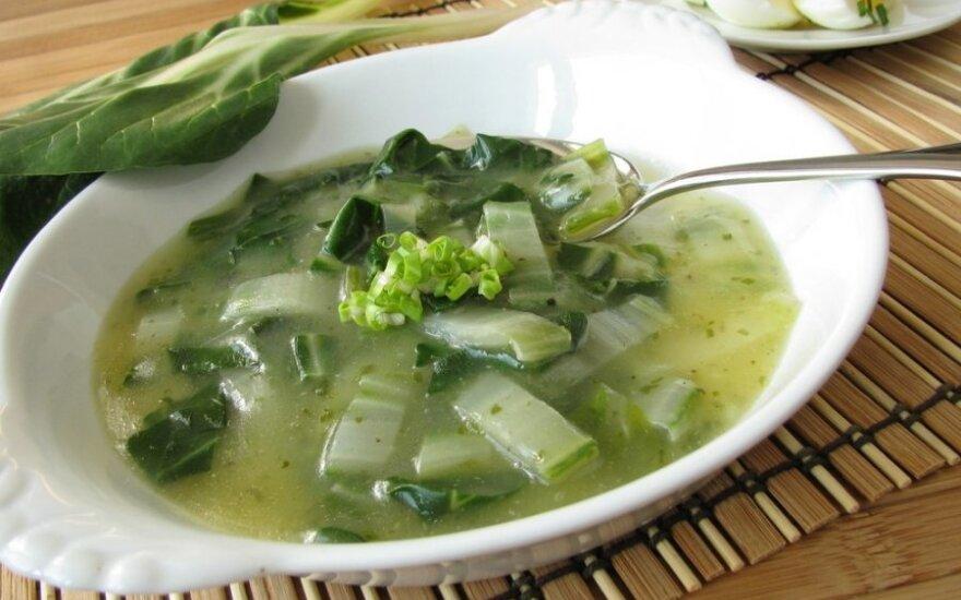 SVEIKA: špinatų sriuba su žaliomis daržovėmis