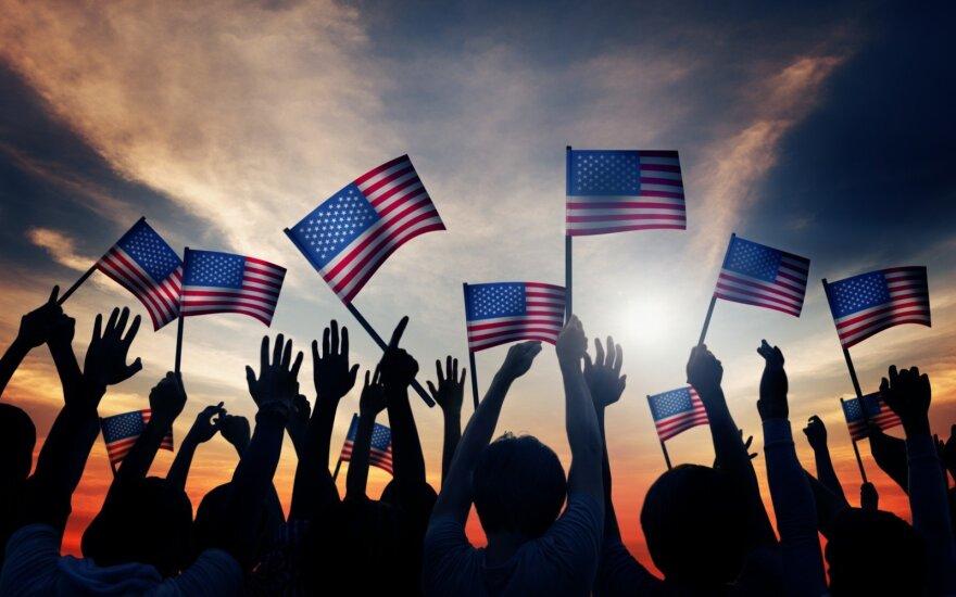 Ne tokie ir laimingi tie Nauji metai: dauguma amerikiečių netiki, kad jų finansinė padėtis šįmet pagerės