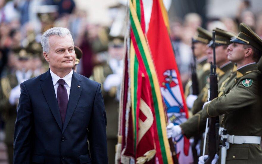Prezidentas pasveikino karinį paradą: pilietiški žmonės yra saugumo garantas