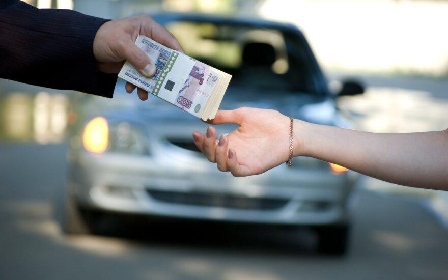 Vyrą pribloškė mašinos pardavėjo apgaulė: suklastotoje sutartyje nesutampa nei sumos, nei pavardės