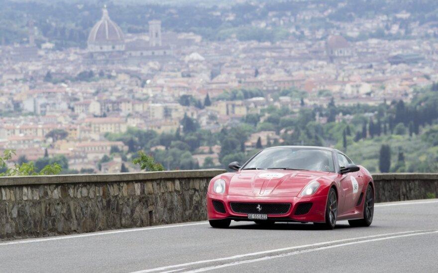 """""""Ferrari"""" pasiūlė 15 metų garantiją savo automobiliams"""