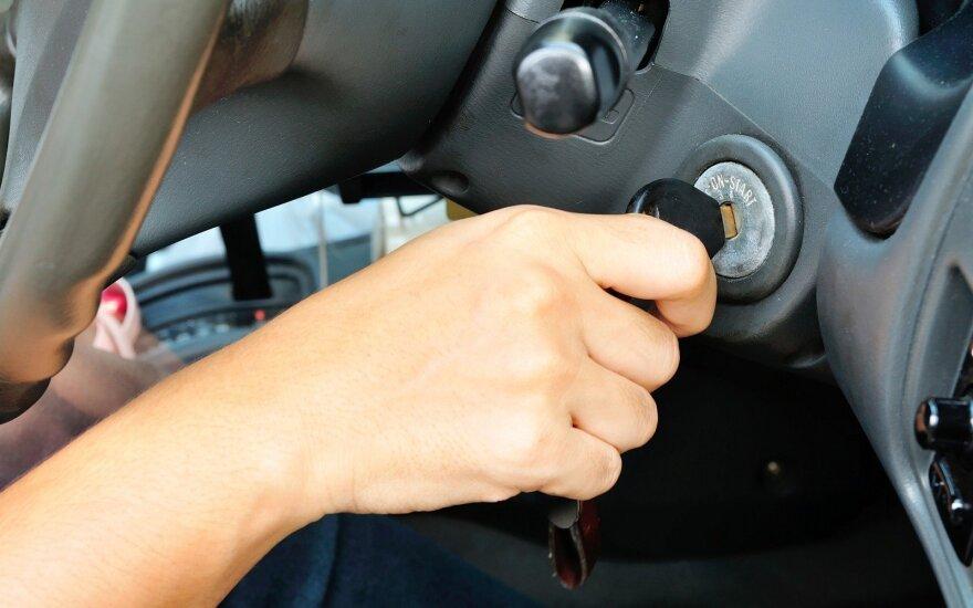 Automobilio variklio užvedimas