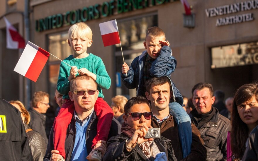 Lenkija planuoja socialinės apsaugos didinimą, paimant lėšų iš pensijų fondų