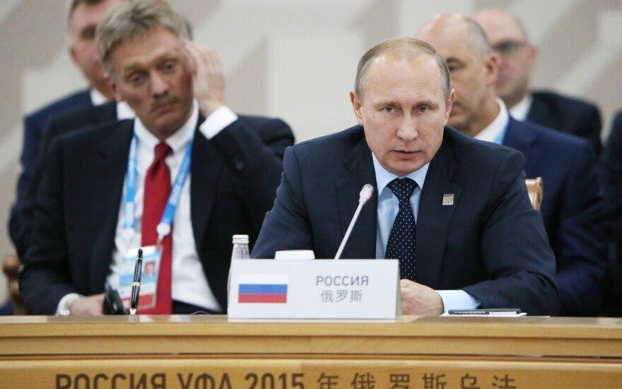 Dmitrijus Peskovas (dešinėje) ir Vladimiras Putinas
