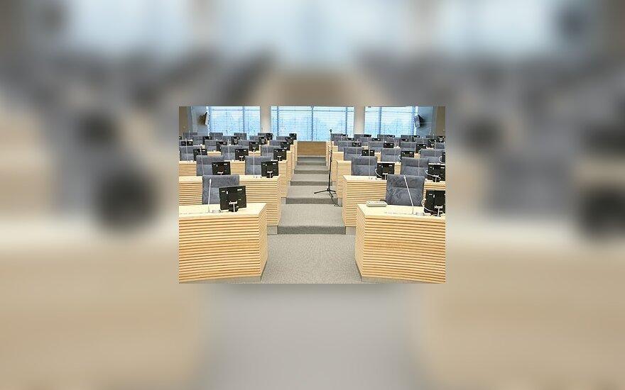 Opozicija paliko Seimo posėdžių salę