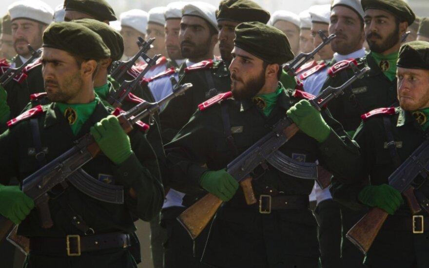 Saudo Arabija neigia esanti susijusi su Irane per karinį paradą surengta ataka