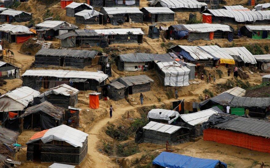 """Mianmare """"Arakano armijos"""" kovotojai užpuolė kariškius ir policijos nuovadą"""