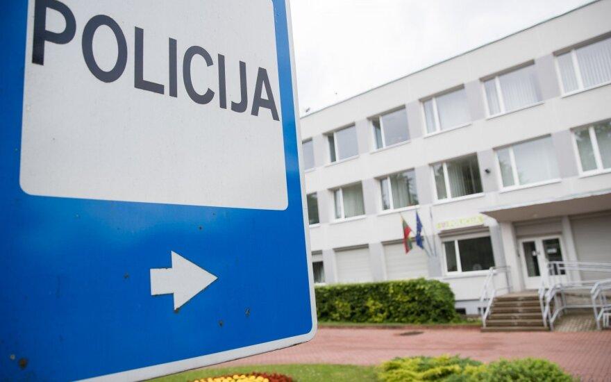 Ignalinos komisariato teritorijoje siautėjo įsibrovę jaunuoliai: apgadino policijos automobilį bei atlikinėjo gamtinius reikalus