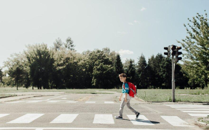 Saugus kelyje: kaip kalbėtis su vaikais, kad padėtume išvengti įvairių nelaimių