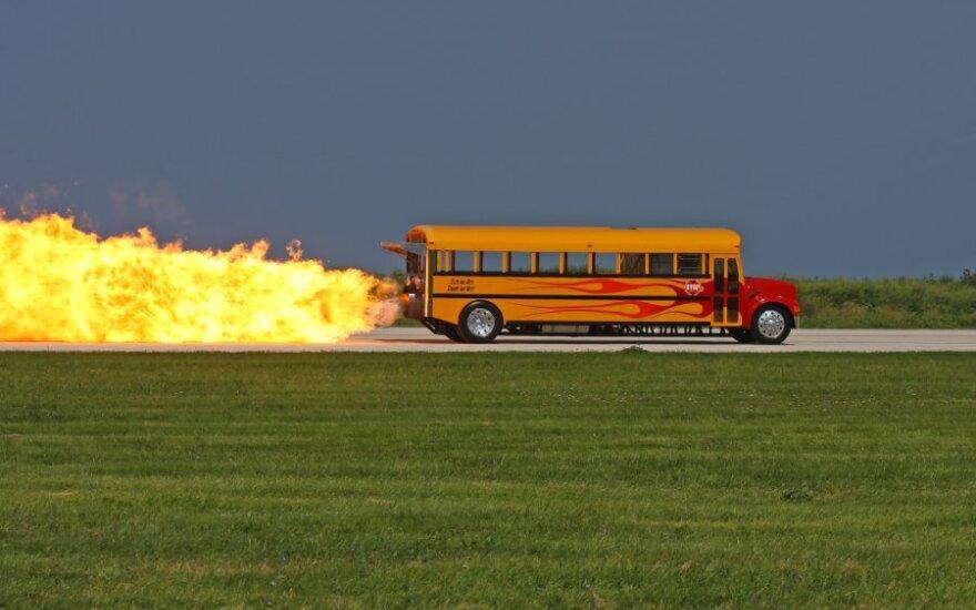 Lietuviai persėstų į autobusą tik sugedus automobiliui arba praradę teises