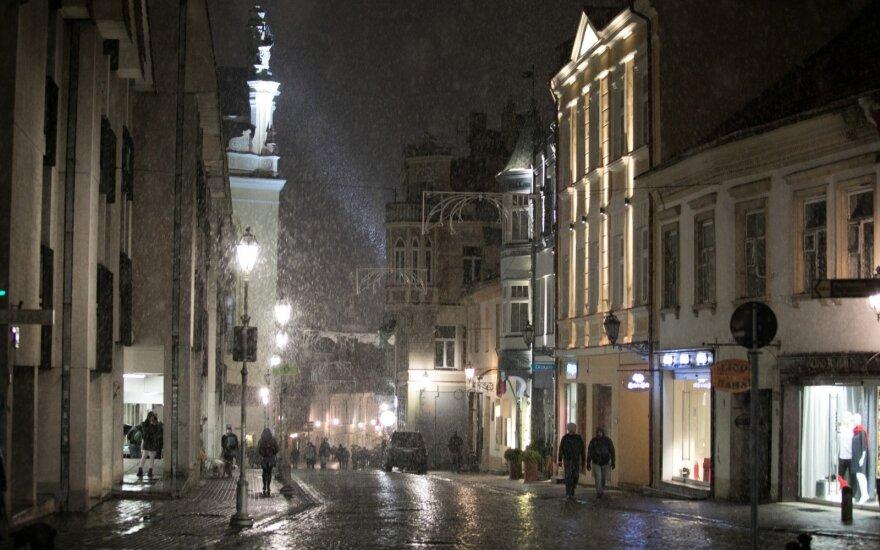 Žiema prasideda: gūsingas vėjas atpūs šaltį ir sniegą