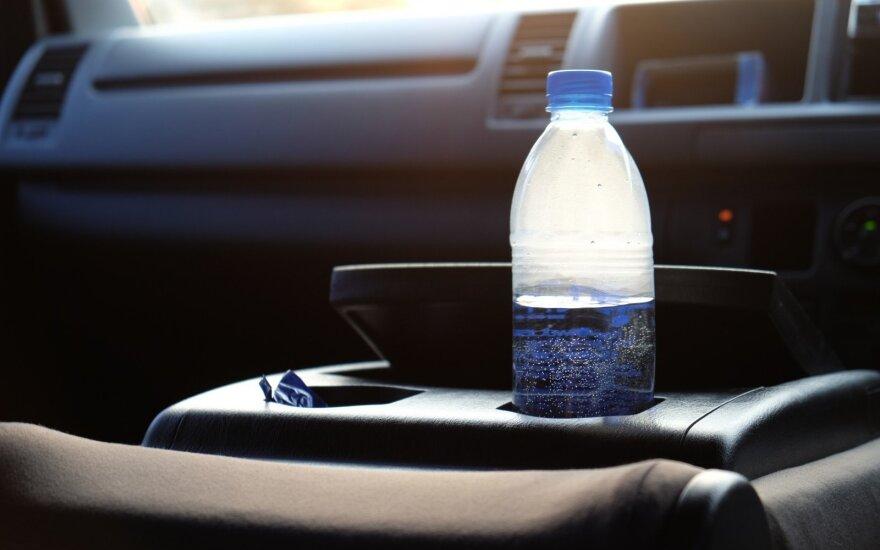 Butelis automobilyje