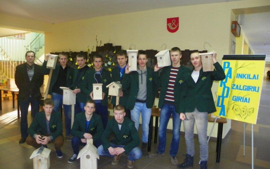 Tauragės Žalgirių gimnazijos pasodintai giriai – mokinių inkilai