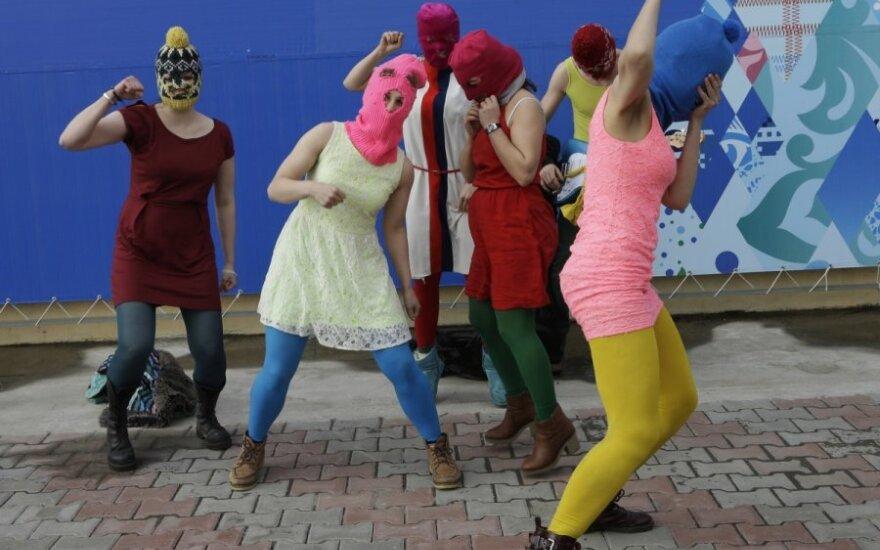 Sočyje Pussy Riot susirėmė su policija ir kazokais