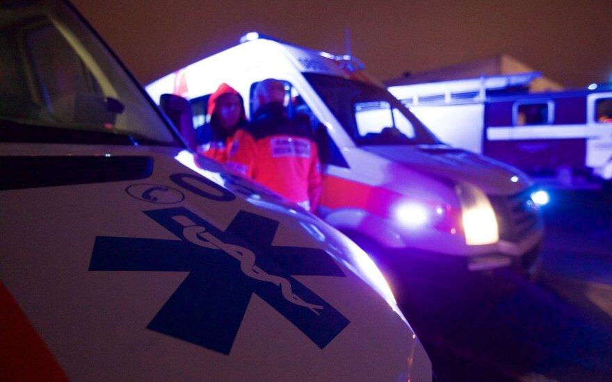 Žmogaus gelbėjimo operaciją per langą stebėjęs vilnietis nusivylė greitosios darbu