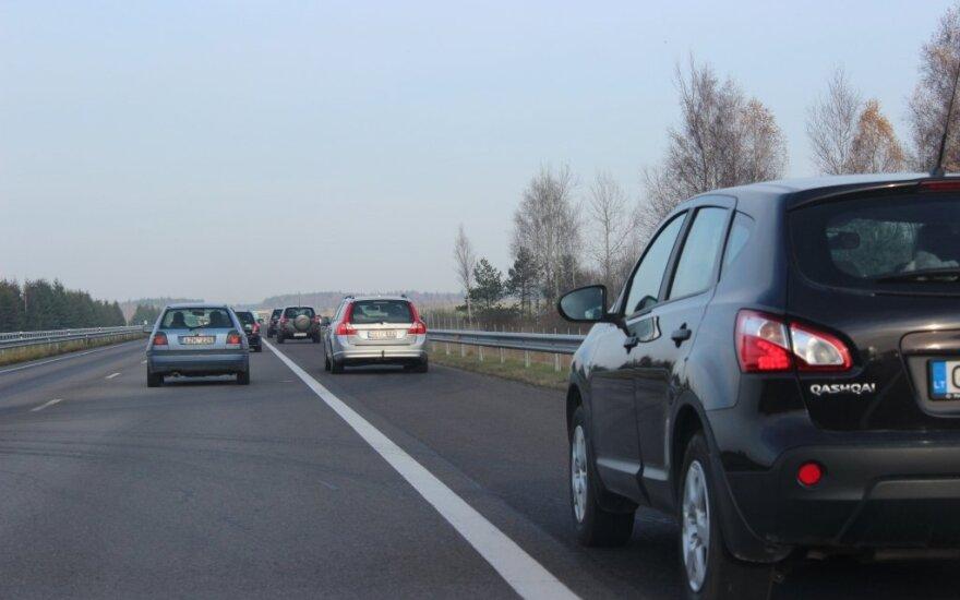 Vyriausybė pritarė dviem kelių ruožams suteikti Baltijos kelio pavadinimą