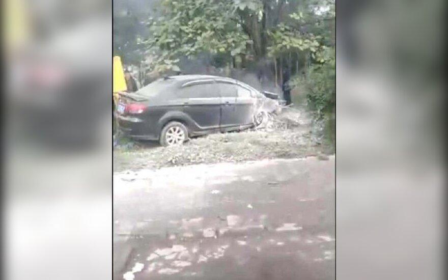 Kinijos pietvakariuose automobiliui užlėkus ant šaligatvio žuvo septyni žmonės