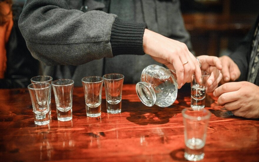 Government withholds support for proposal to raise minimum age for alcohol from 18 to 20