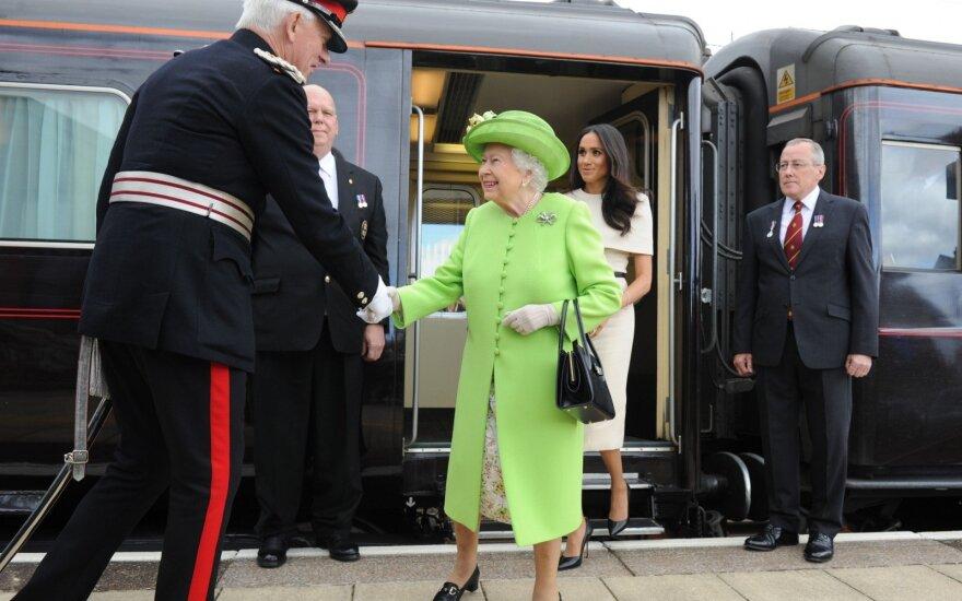 Kaip derėtų elgtis karalienės Elžbietos II akivaizdoje