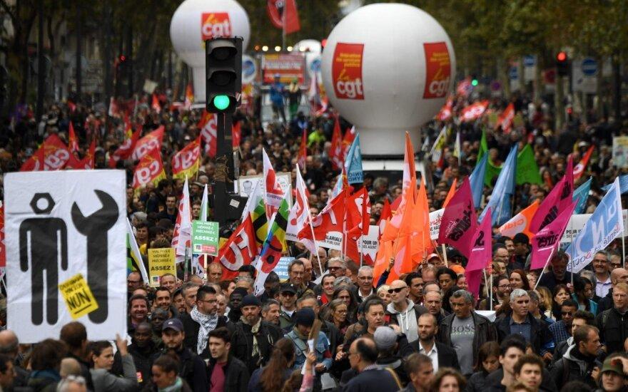 Prancūziją sukaustė streikai: tūkstančiai prancūzų sukilo prieš E. Macroną