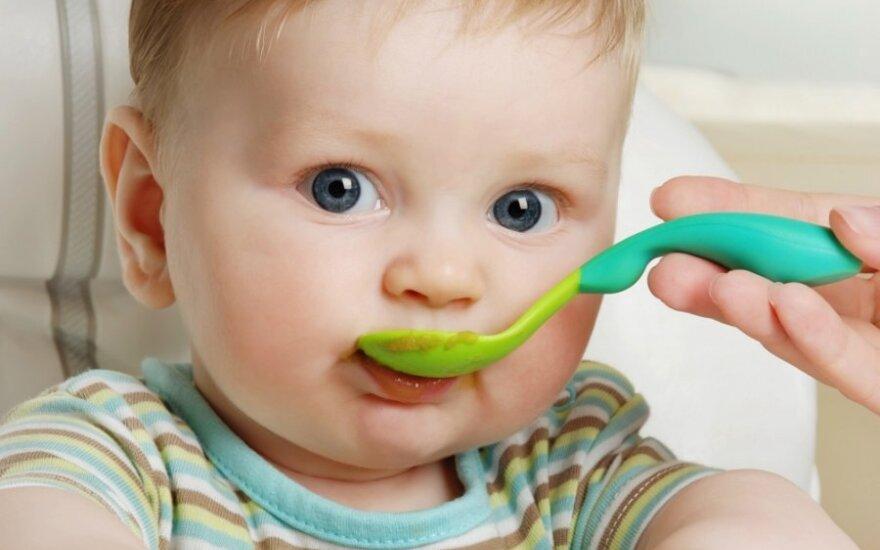 Vaikui sulaukus vienerių, tėvai jo mitybai skiria vis mažiau dėmesio
