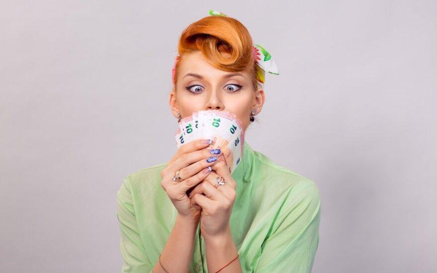 Moteris su pinigais