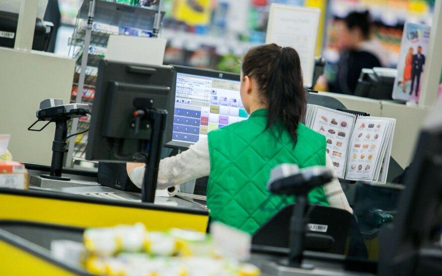 Prekybininkų galvos skausmas: kaip privilioti geidžiamiausią darbuotoją – kasininką?