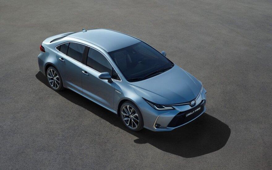 """""""Toyota Corolla"""" sedanas turės hibridinę versiją"""
