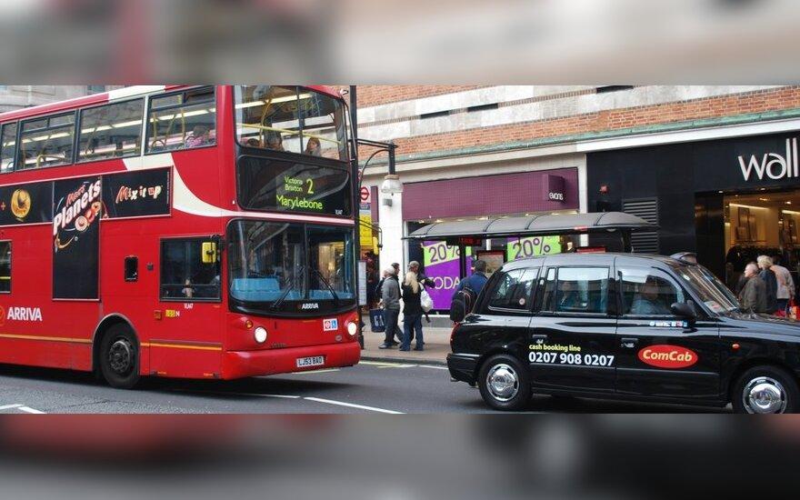 Vis daugiau britų atsisako automobilių