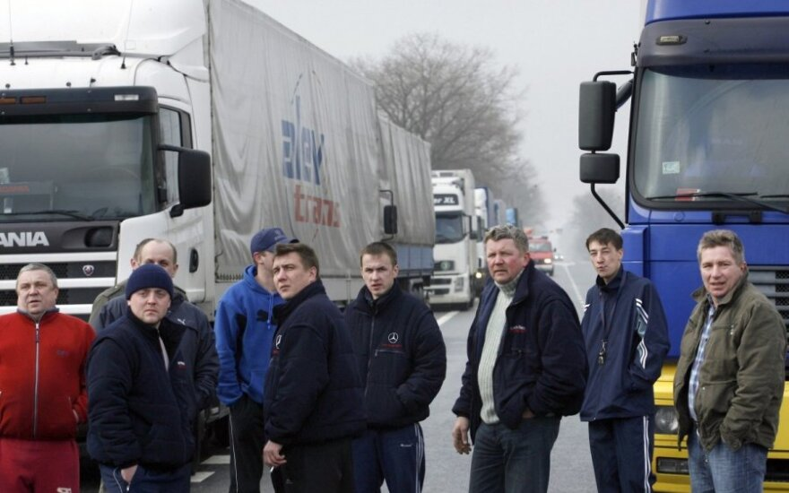 Lithuanian trucks avoid Russia's customs checks by going via Belarus