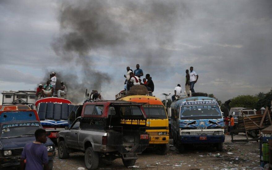 Haityje tūkstančiai žmonių protestavo prieš prezidentą