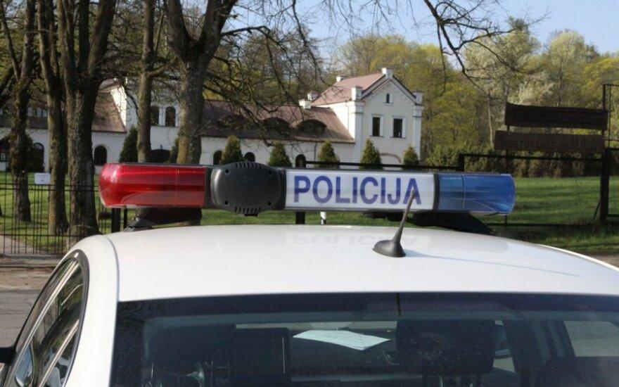 Trakėnų kaime sulaikytas, įtariama, narkotikus gabenęs vyras