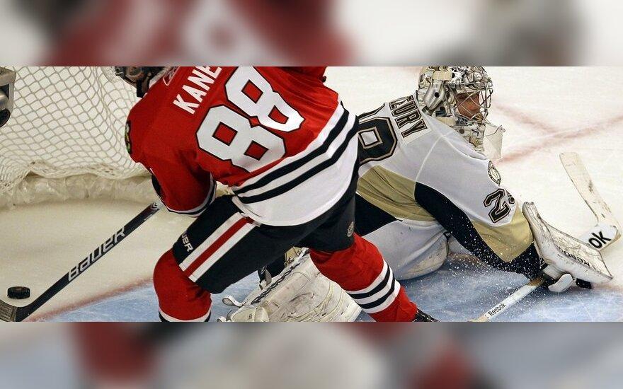 """Patrickas Kane'as (""""Blackhawks"""") muša įvartį"""
