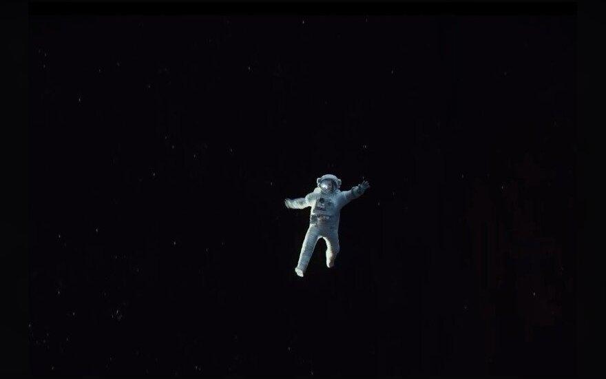 """Kadras iš filmo """"Gravitacija"""""""