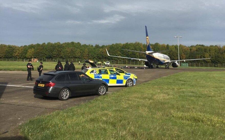 """Įtariamasis, pranešęs apie """"Ryanair"""" užminuotą lėktuvą, paleistas"""