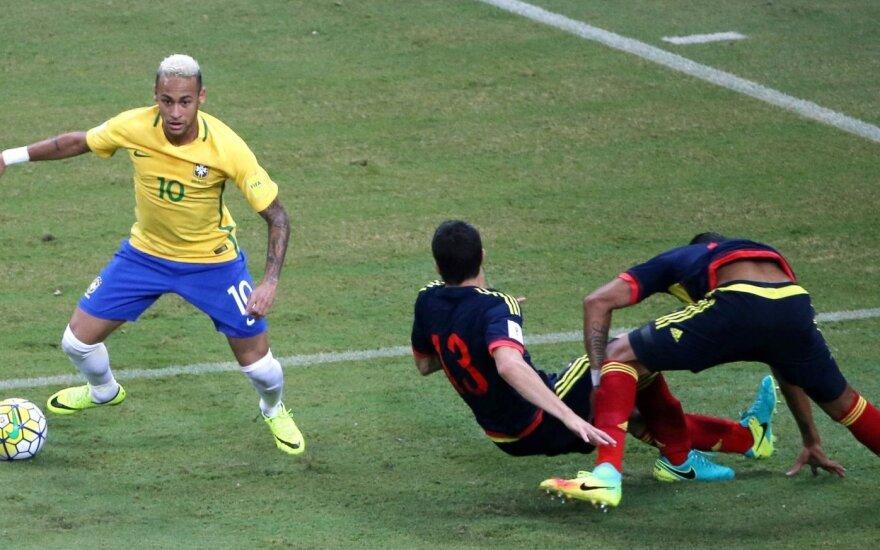 Neymaras dar kartą tapo Brazilijos didvyriu, o Argentina vos išplėšė lygiąsias