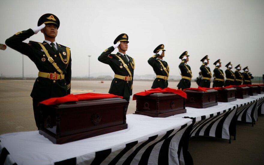 Pietų Korėja grąžino Kinijai kare kritusių 20 jos karių palaikus