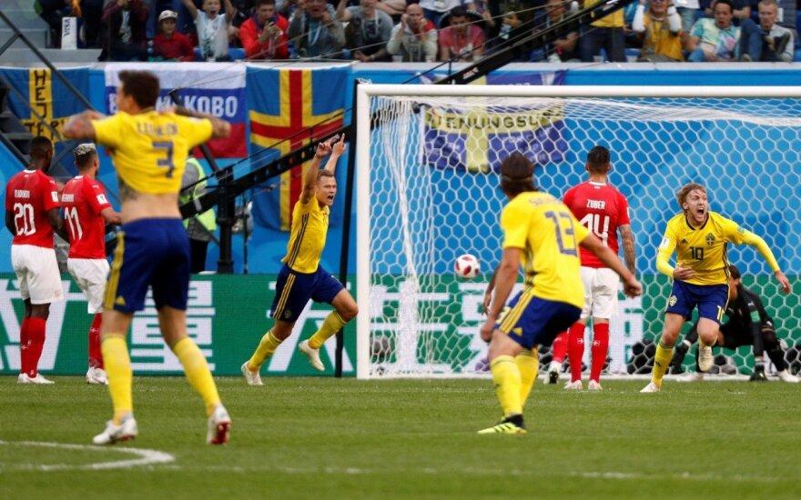 Švedai net ir atšaukus 11 m baudinį prasibrovė į ketvirtfinalį