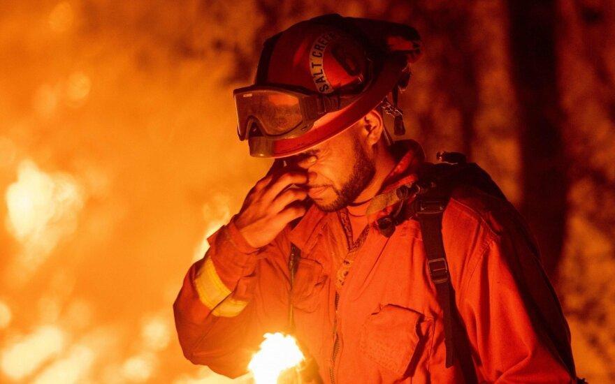 Kalifornijoje per miškų gaisrus žuvo žmogus, sužeisti dar trys