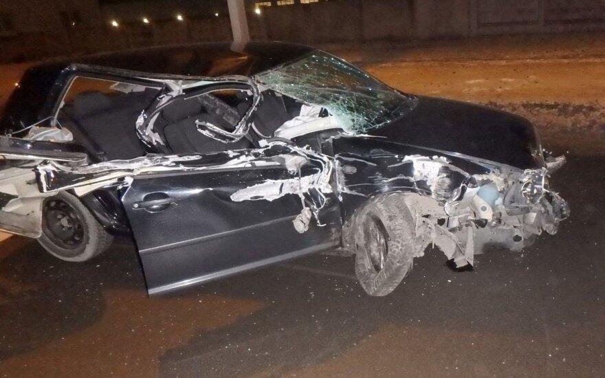 Kaune girtas vairuotojos sumaitojo savo automobilį