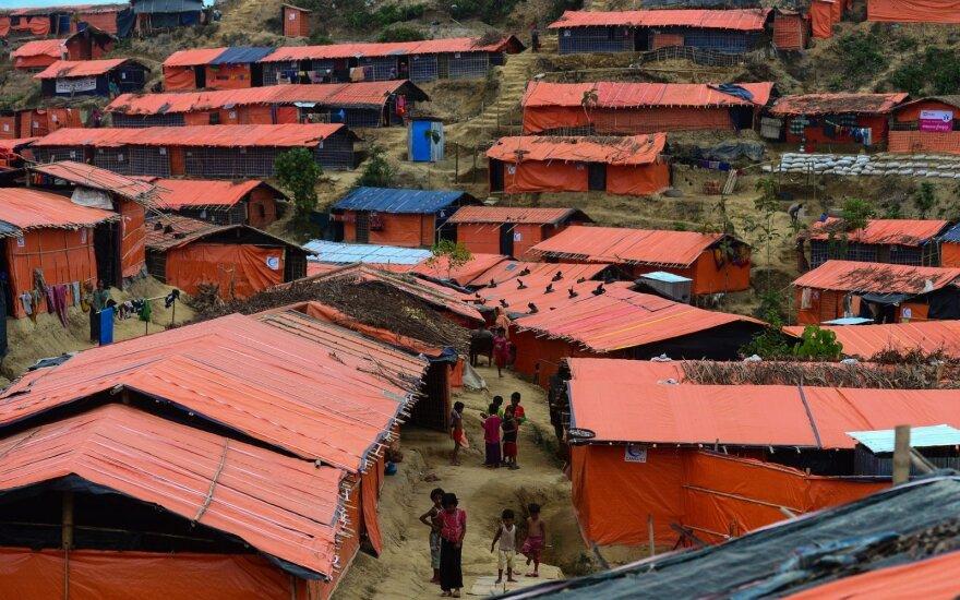 """""""Amnesty International"""": Mianmaras užstato rohinjų gyvenvietes saugumo pastatais"""