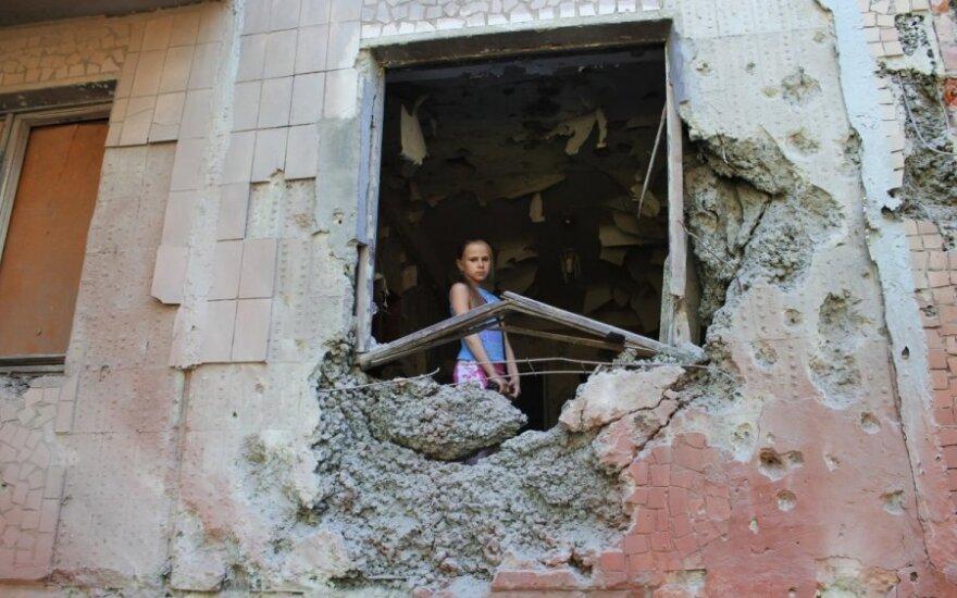 Rytų Ukrainos seperatistai įžūlėja: pastėbėti vaikai, laikantys ginklus