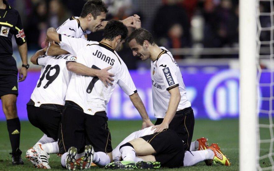 Roberto Soldado (dešinėje) ir Jonas Goncalvesas džiaugiasi įvarčiu