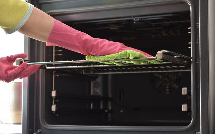 Vienas didžiausių pagalbininkų virtuvėje – orkaitė: kaip išsirinkti naują ir išvalyti seną
