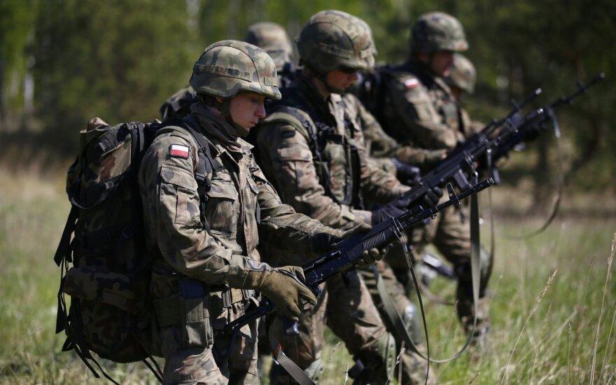 71 proc. lenkų mano, kad jų valstybė turėtų ginti Baltijos šalis agresijos atveju